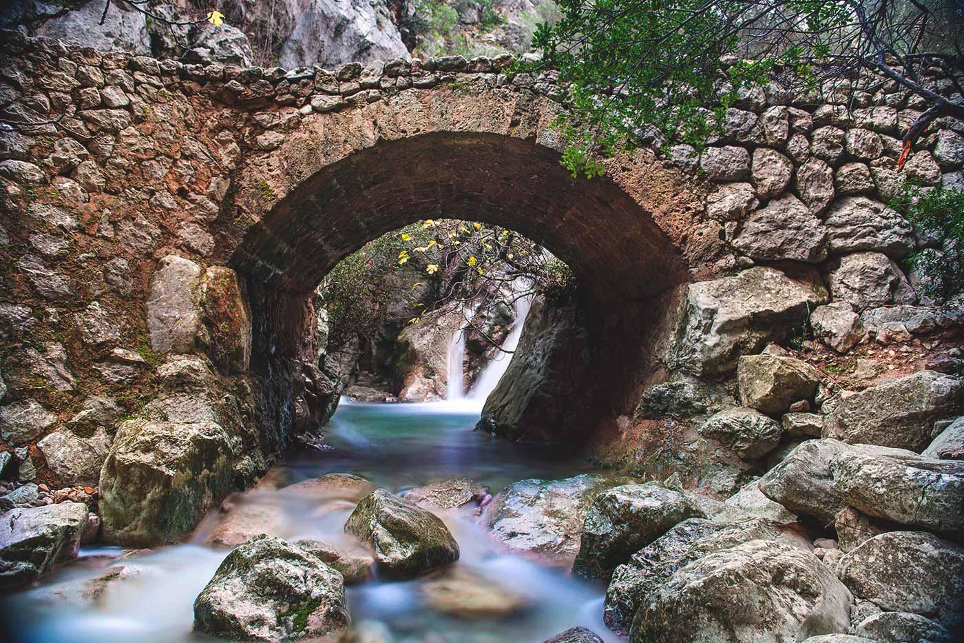Bild der authentischen Steinbrücke von Biniaraix